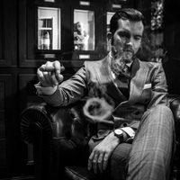 Így szivarozik Ralph Widmer a Gentleman's World magazin alapítója