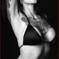 Tetovált Lányok Szivaroznak