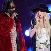 Kesha és Snoop Dogg Szivarozgat