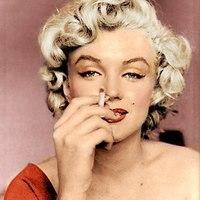 Marilyn Monroe Dohányzik