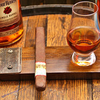 Whiskys hordóból készített szivartartó
