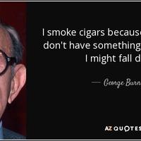 George Burns amerikai komikus 100 évig élt együtt a szivarozással