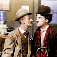 Charlie Chaplin és a füstölgő dohányrudak