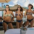 Jön a Nyár! - Szivarozás Bikiniben a Tengerparton