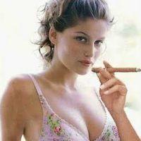 Gisele Bündchen szupermodell Szivarral és Cigarettával