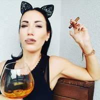 Noa Zoe - Cigar Lady
