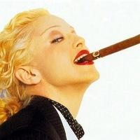 Madonna Szivarral