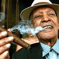 Compay Segundo a legendás kubai zeneszerző és énekes imádott szivarozni