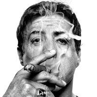 Sylvester Stallone szivarozik