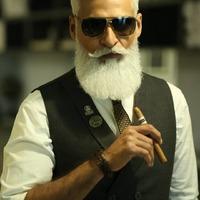 Adeel Khalid - Egy pakisztáni úriember így szórakoztatja magát
