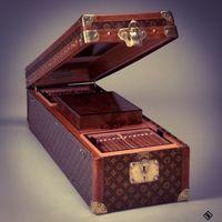 Antik Louis Vuitton bőröndbe épített humidor