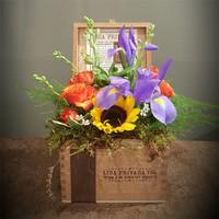 Virág dekoráció üres szivardobozokból