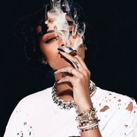 Sztár szivarosok - Rihanna átlátszó ruhában