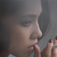 Kiko Mizuhara Szivarral és Cigarettával