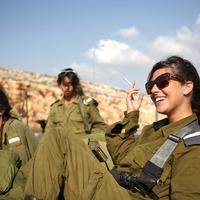 Így dohányoznak az izraeli IDF tagjai