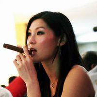 Ázsiai Dohányzás Női Szivarozás