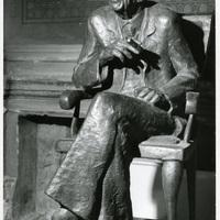 Hova tűnt Lukács György Filozófus szivarozó szobra?