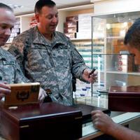 Amerikai Katonák Szivaroznak a Nagyvilágban