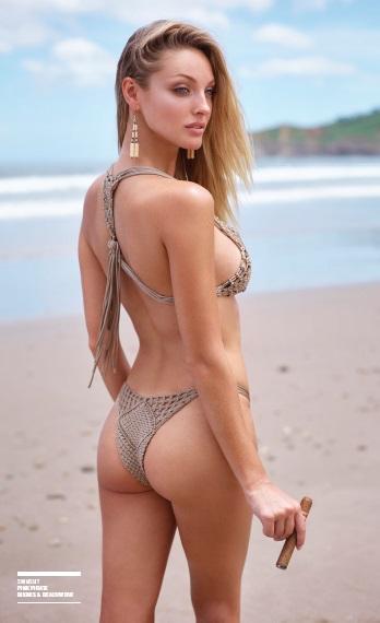 bikini_cigar_lady_cigarmonkeys_1.jpg