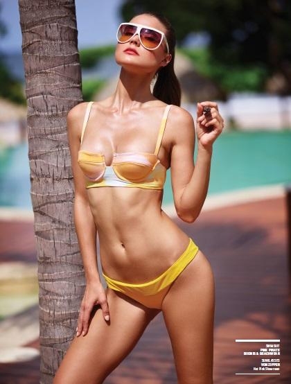 bikini_cigar_lady_cigarmonkeys_3.jpg