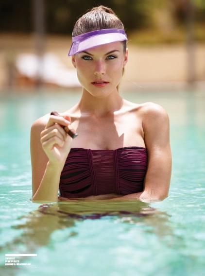 bikini_cigar_lady_cigarmonkeys_5.jpg