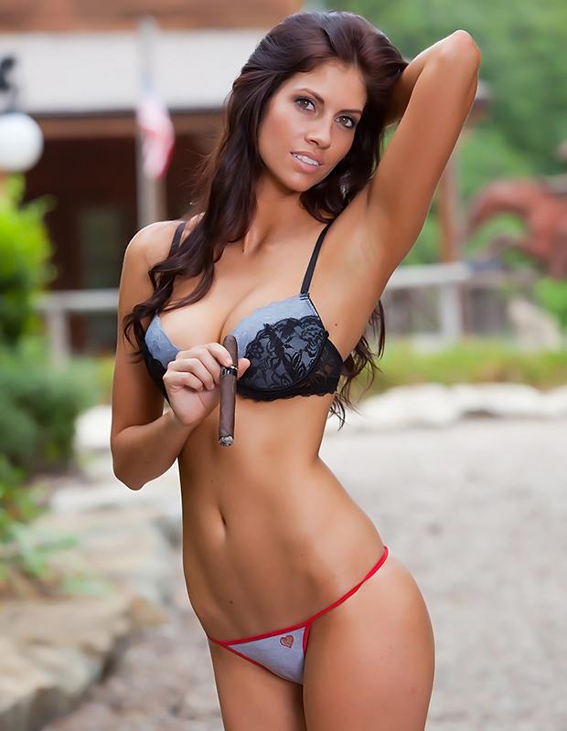 bikini_cigar_sara_smoking_1.jpg