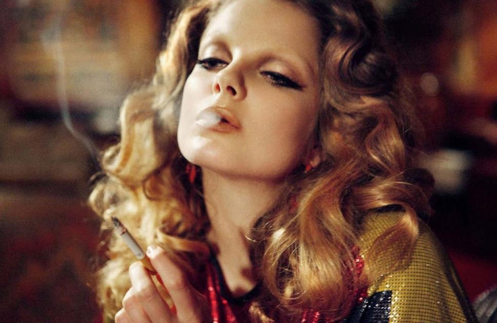 famous_hungarian_top_modell_celebrity_eniko_mihalik_smoking_1.jpg
