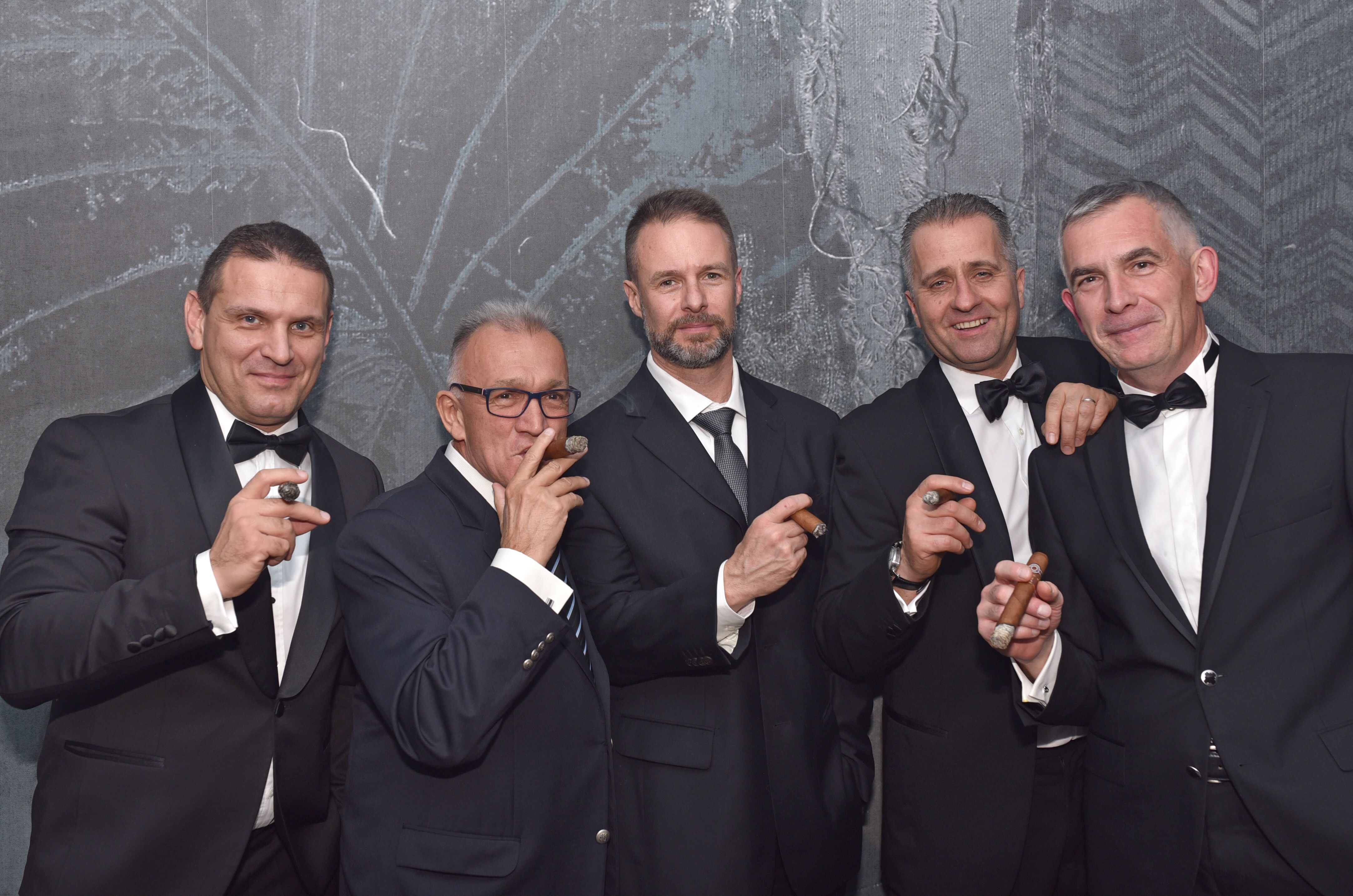 hungarian_cigar_smokers_the_club_8.jpeg