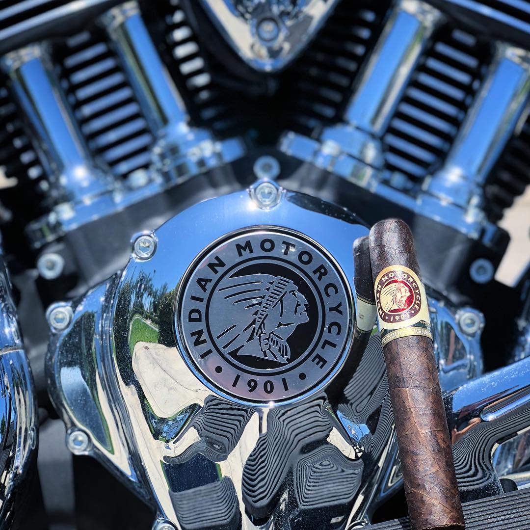indian_motorok_indian_szivarok_cigarmonkeys_riders_club_budapest_4.jpg