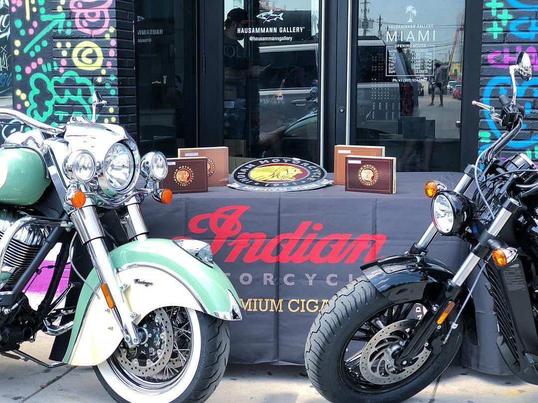 indian_motorok_indian_szivarok_cigarmonkeys_riders_club_budapest_7.jpg
