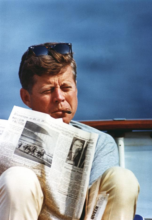 john_fitzgerald_kennedy_cigar_smoking_1.jpg