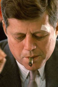 john_fitzgerald_kennedy_cigar_smoking_2.jpg