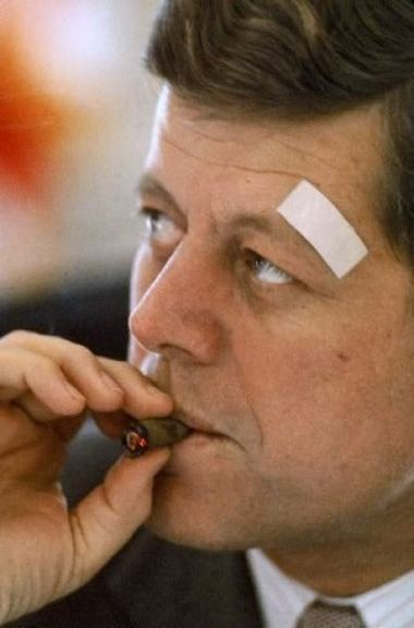 john_fitzgerald_kennedy_cigar_smoking_3.jpg