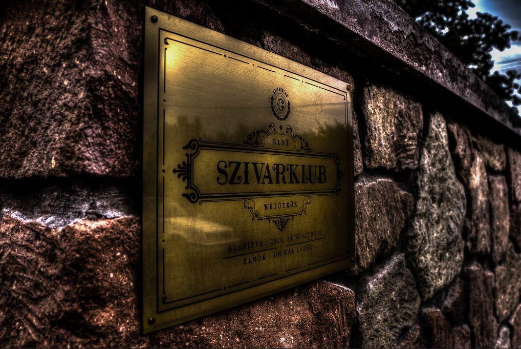 ketutkoz_graefl-kastely_szivarklub_1.JPG