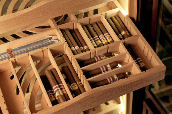 maklary_humidors_grand_cigar_cabinet_perfect_aging_of_1_500-2_000_cigars_4_1.jpg