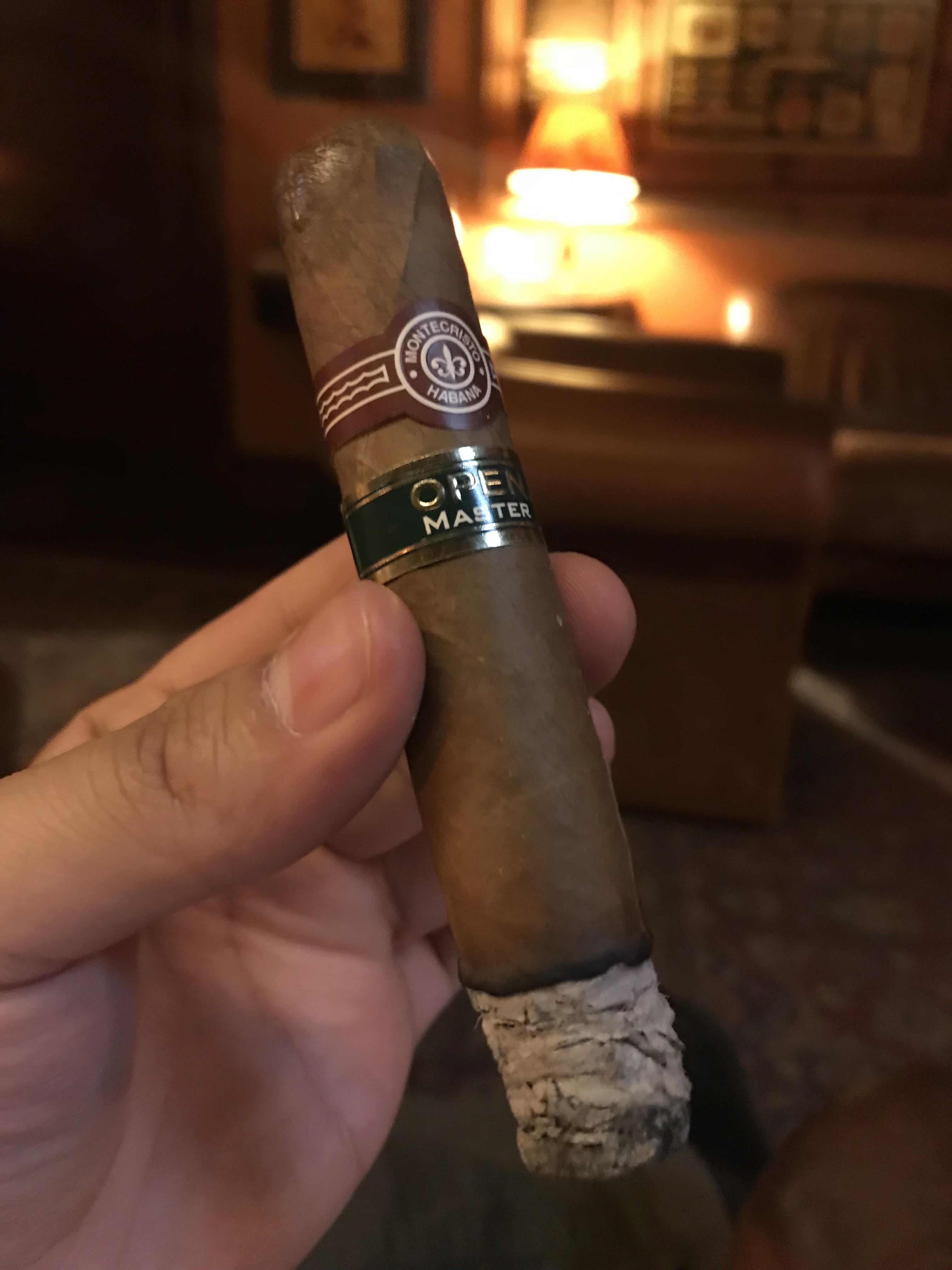montecristo_open_master_szivarozas_a_szivarklubban_cigarmonkeys_com_cigar_life_3.jpeg