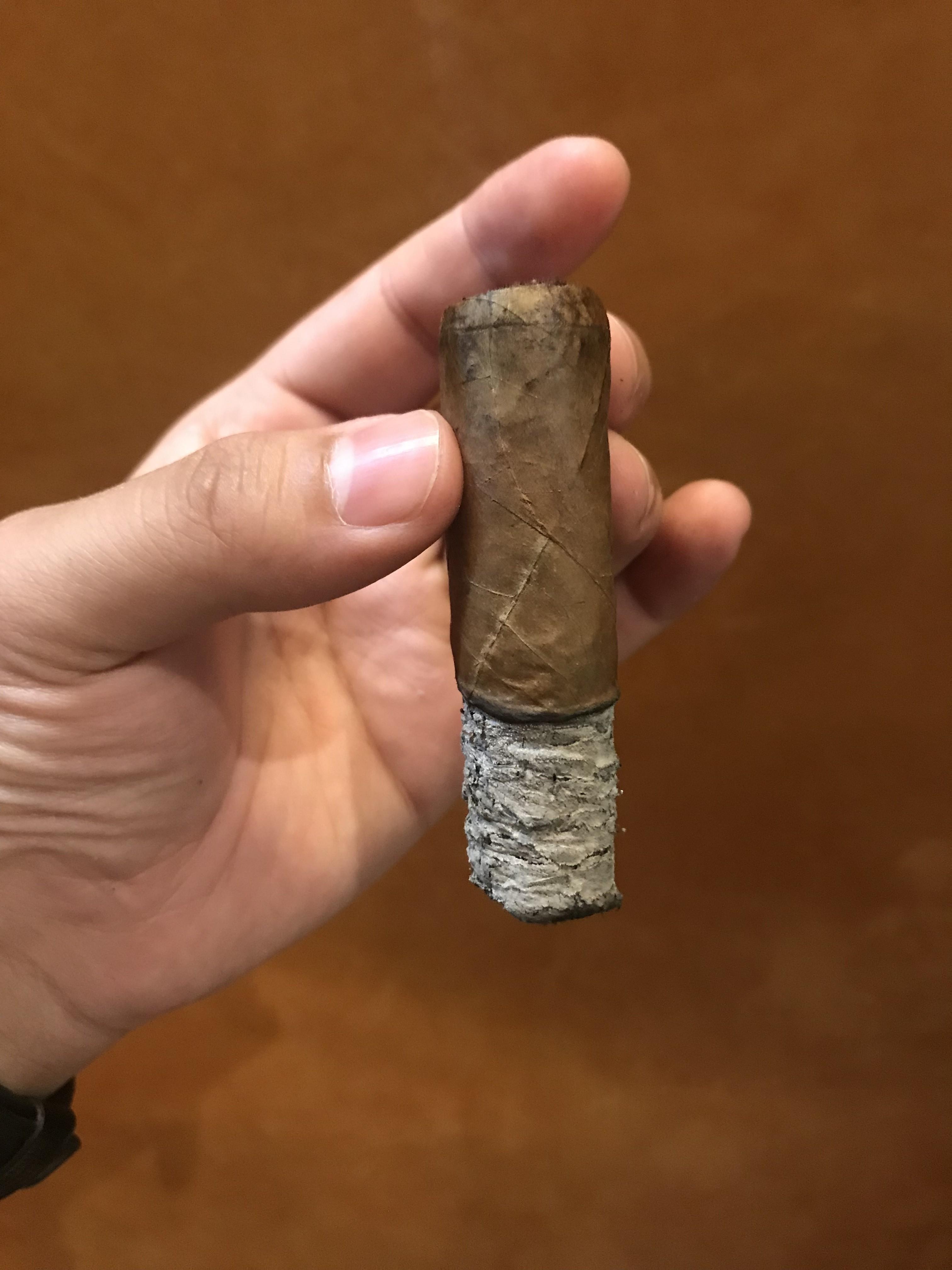 montecristo_open_master_szivarozas_a_szivarklubban_cigarmonkeys_com_cigar_life_4.jpeg