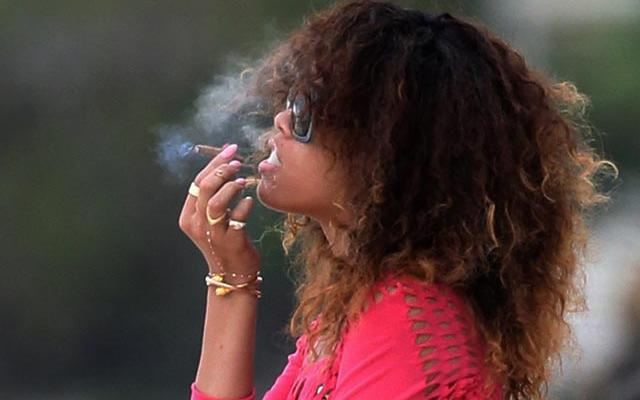 rihanna-cigar-smoke-nude-cigarmonkeys_6.jpg