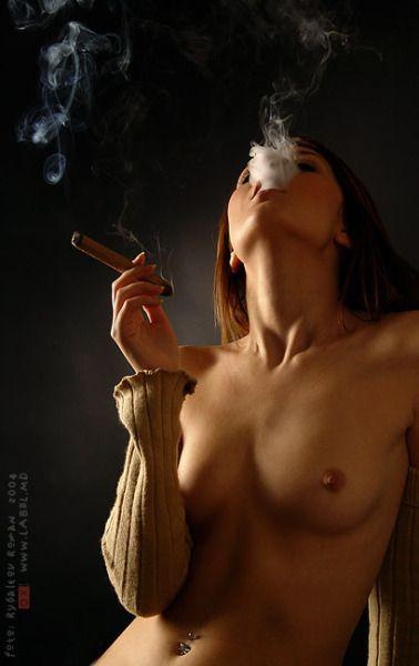 sexy_cigar_smoking_lady_1.jpg