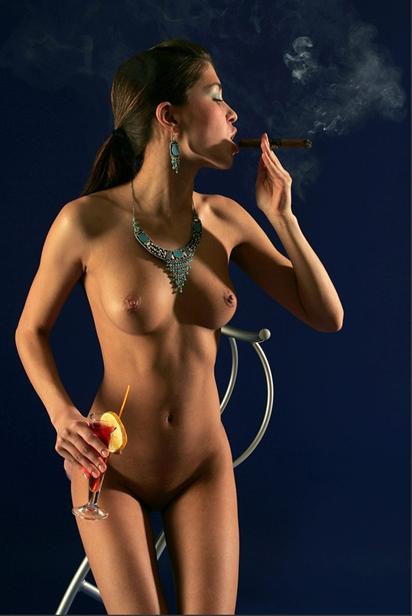 sexy_cigar_smoking_lady_2.JPG