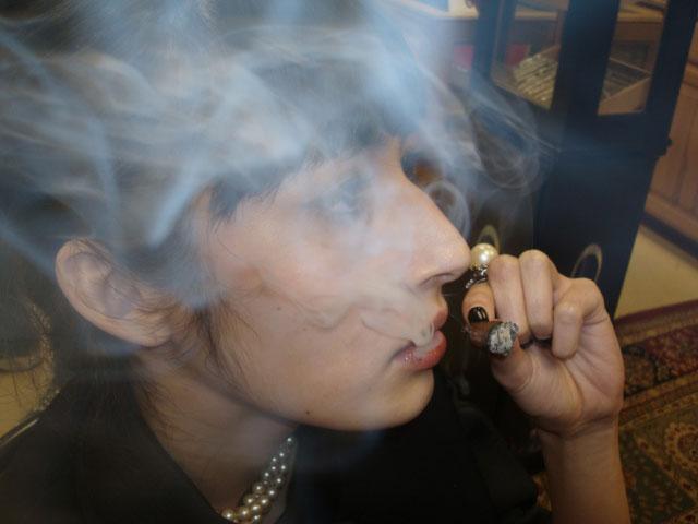 theresa_merchant_smokes_to_the_end_-cigarmonkeys_1.jpg