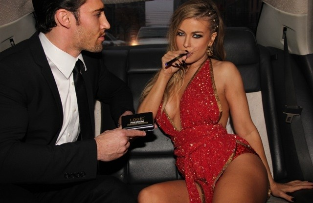 cigar_smoke_carmen_electra_nude_naked_hot_5.jpeg