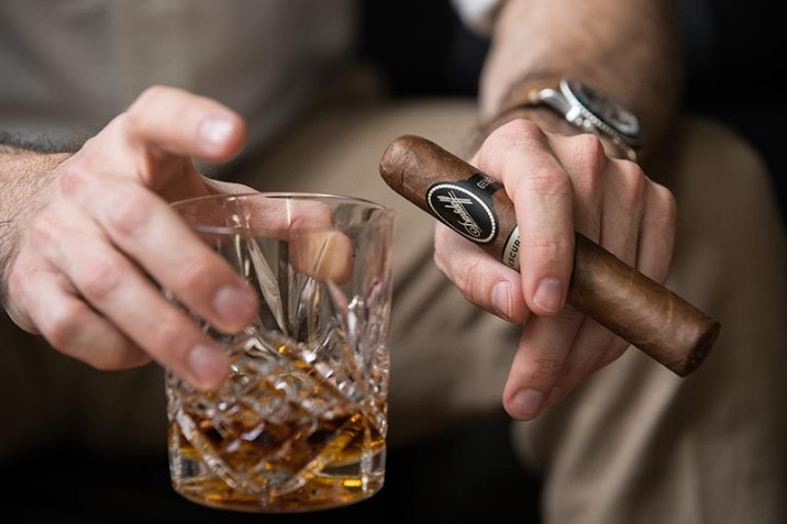 davidoff-escurio-cigar-review-gran-toro-holding-with-whiskey-glass-rolex-gmt-master-1675.jpg