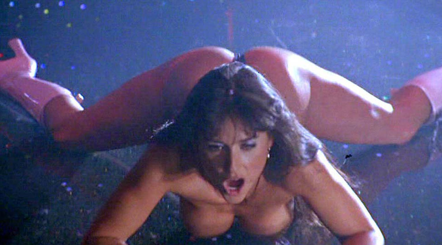 demi-moore-nude-in-striptease-1996-szivarozo_vilagsztarok_meztelen_1.jpg