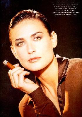 erotikus_kepek_fiatal_demi_moore_cigar_1_1.jpg
