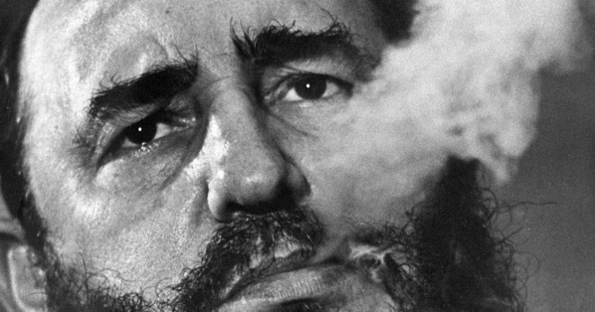fidel_castro_kubai_diktator_szivarozik.jpg