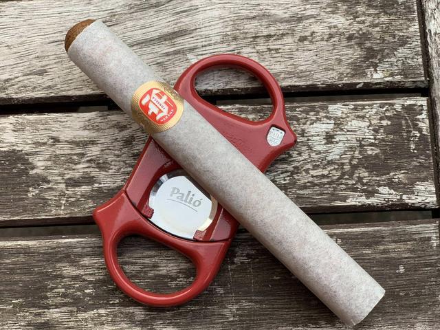 fonseca_cosacos_rakostolunk_erre_a_szivarra_is_szivarozas_cigarmonkeys_com_cigar_life_style_11.jpg