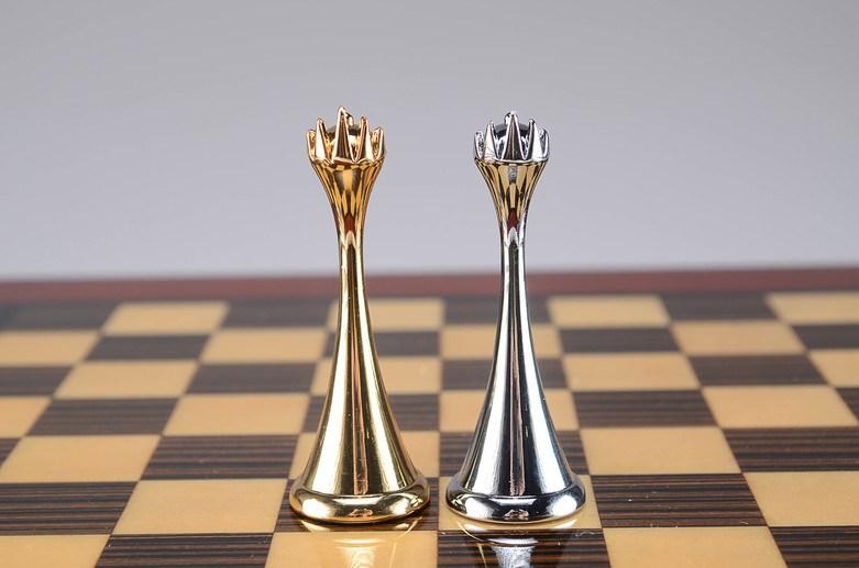 hi-gloss-chess-humidor-set-pieces.jpg