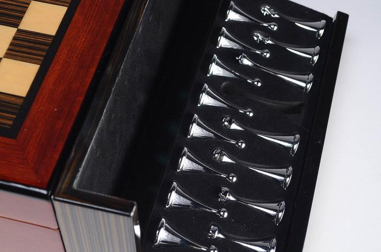 hi-gloss-chess-humidor-set-silver-pieces.jpg