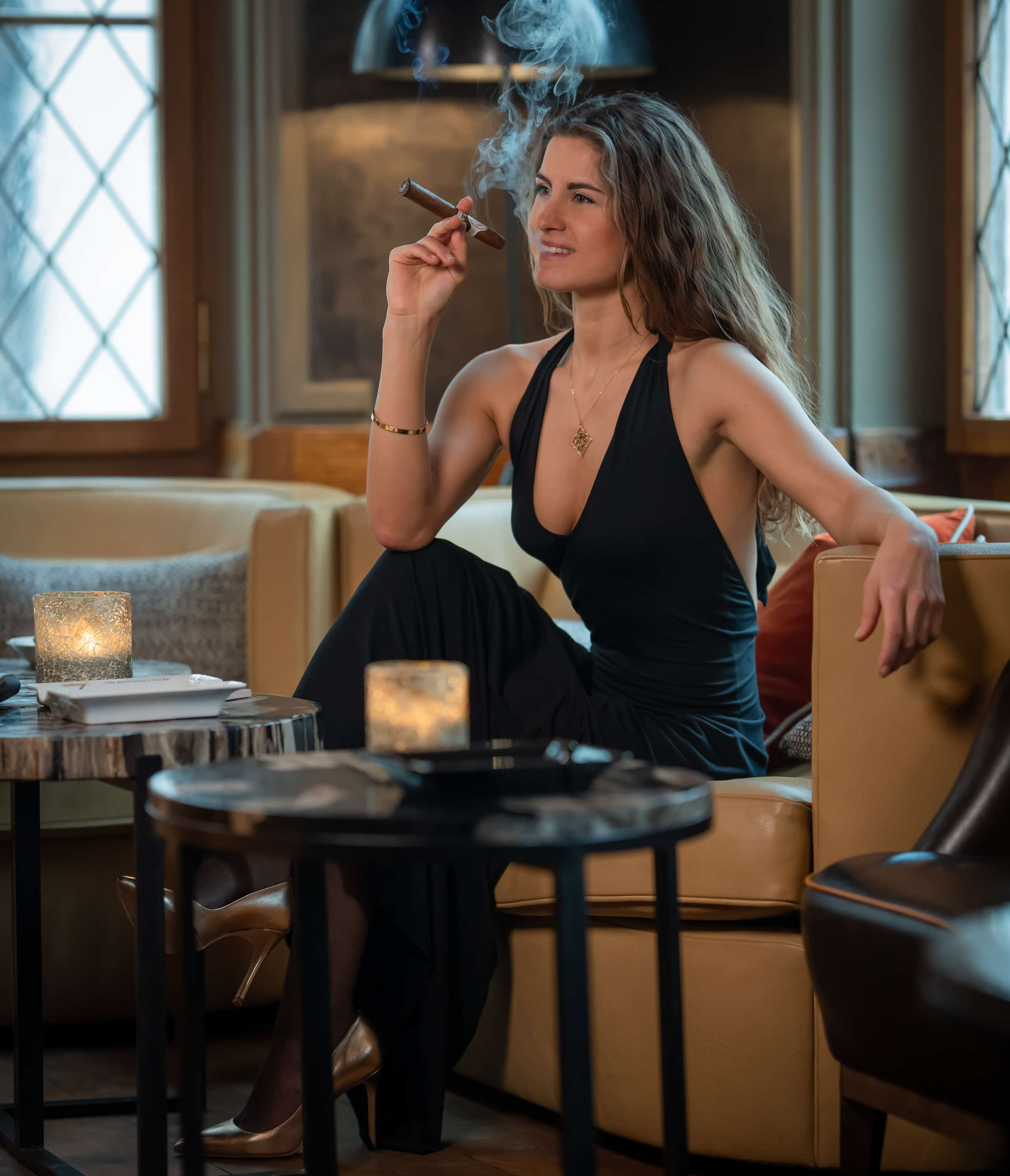 it_classy_pretty_and_quite_attractive_if_a_lady_knows_how_to_smoke_a_cigar_cigarmonkeys_com_cigar_life_style_7.jpg